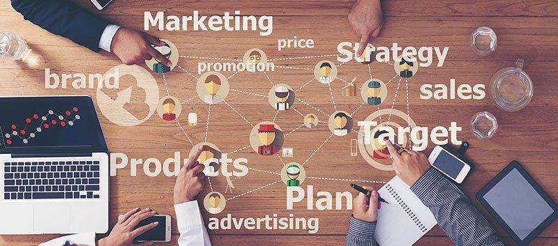 Brainstorming marketing.